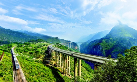 Guizhou lands 25b yuan-worth of tourism investment